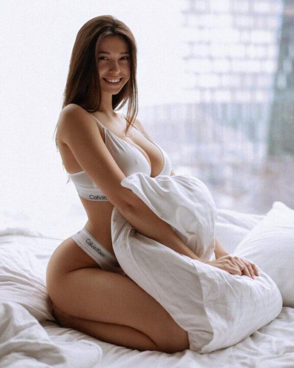 Gái Nga Kristina Alexandrovna Hot girl xinh đẹp với vòng 1 no sữa cỡ F